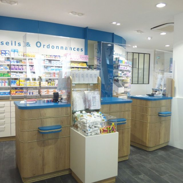 Pharmacie design : relooking marin pour cette officine des Sables d'Olonne